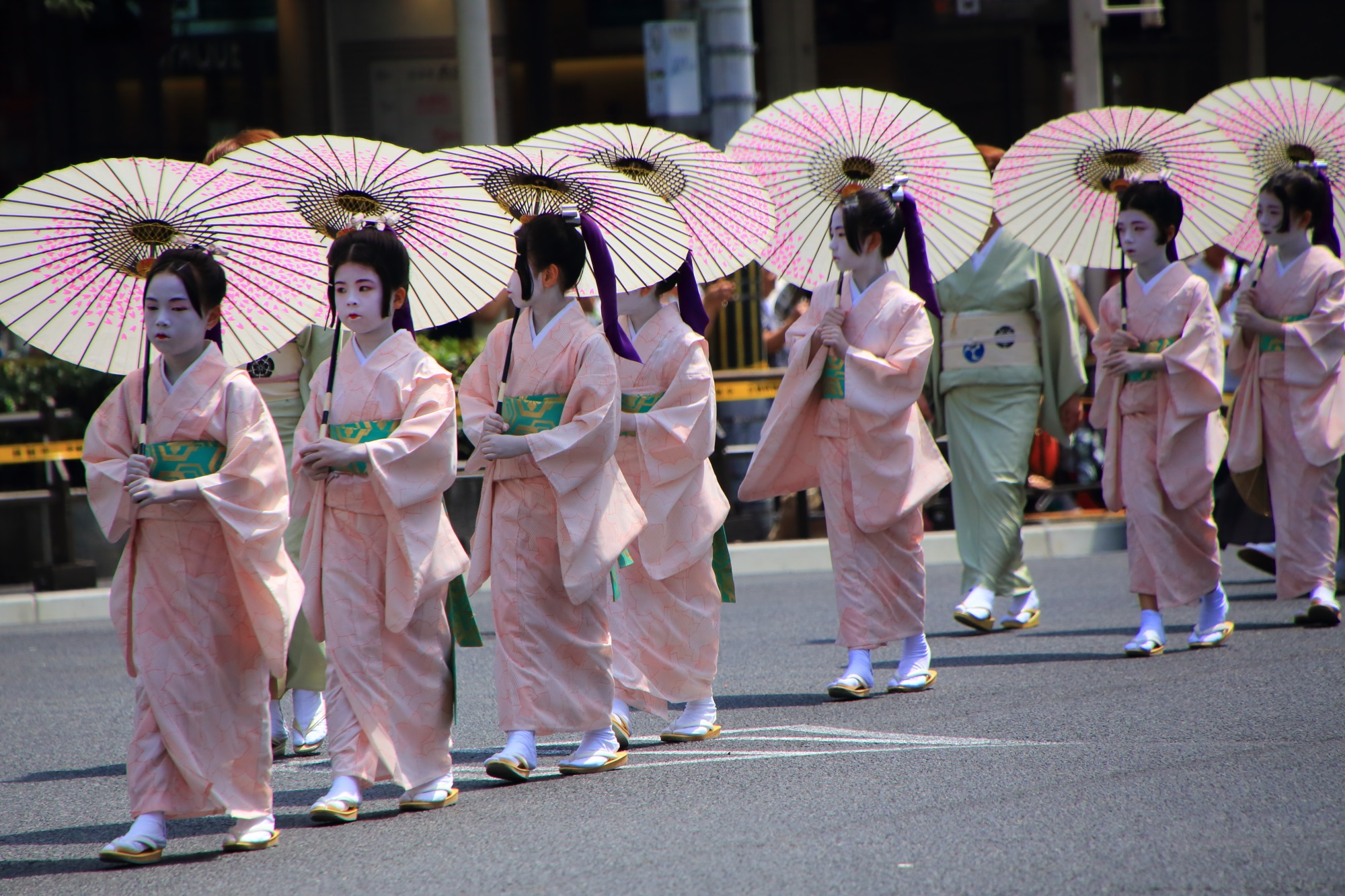 祇園祭の花傘巡行の万灯踊