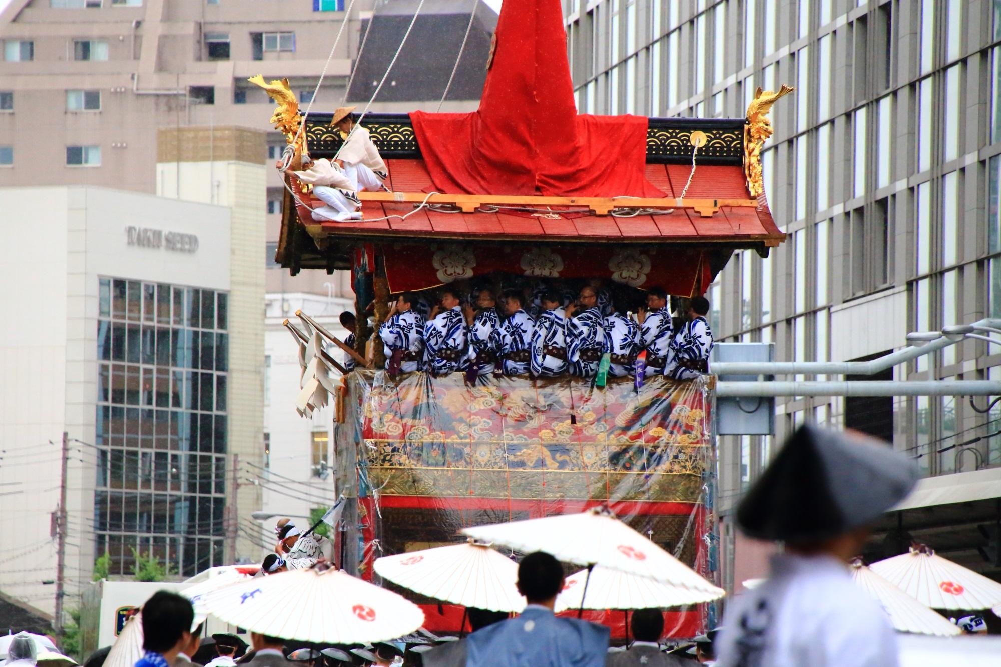 祇園祭の山鉾巡行の長刀鉾(なぎなたほこ)