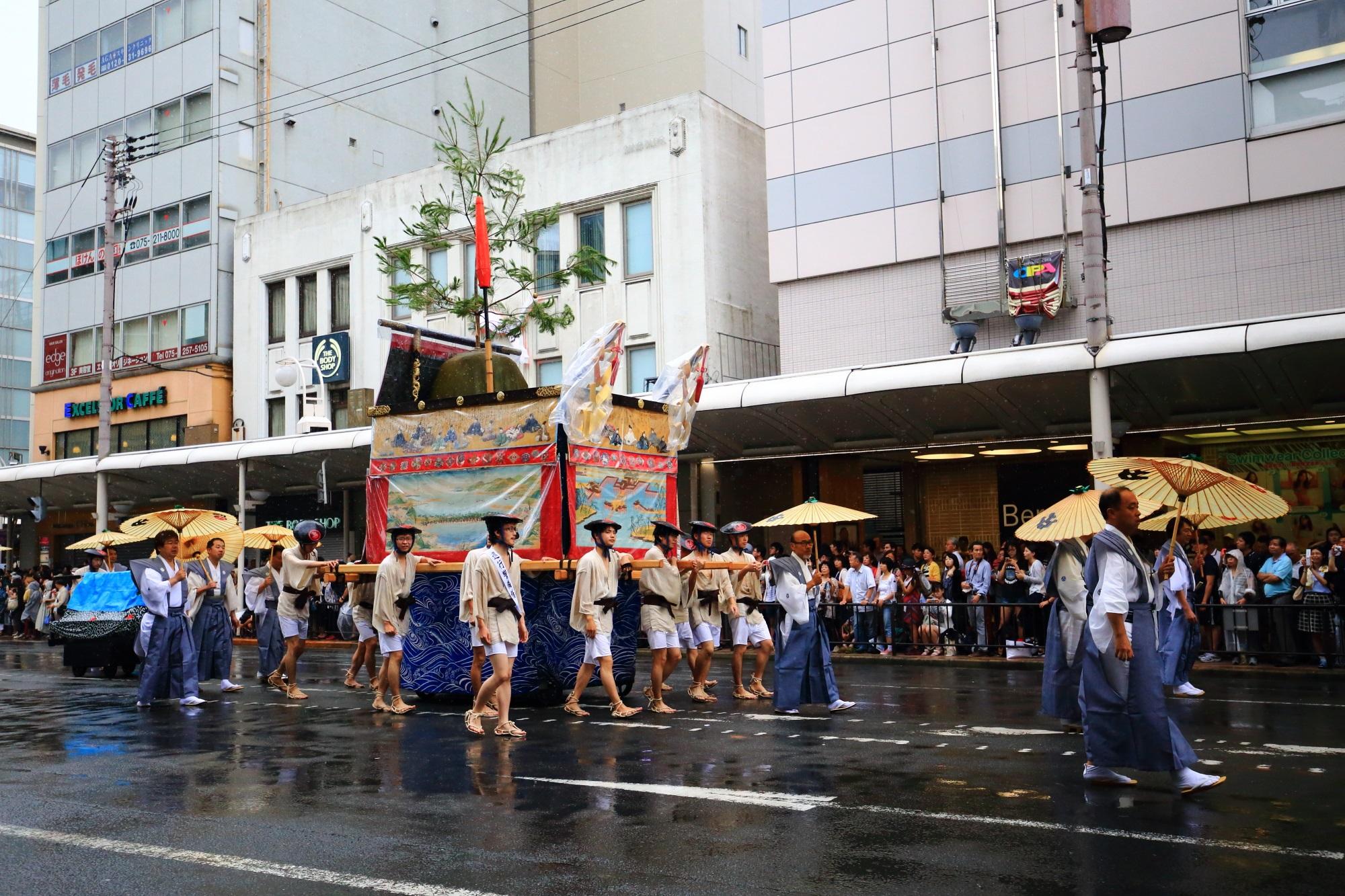祇園祭山鉾巡行の占出山(うらでやま)