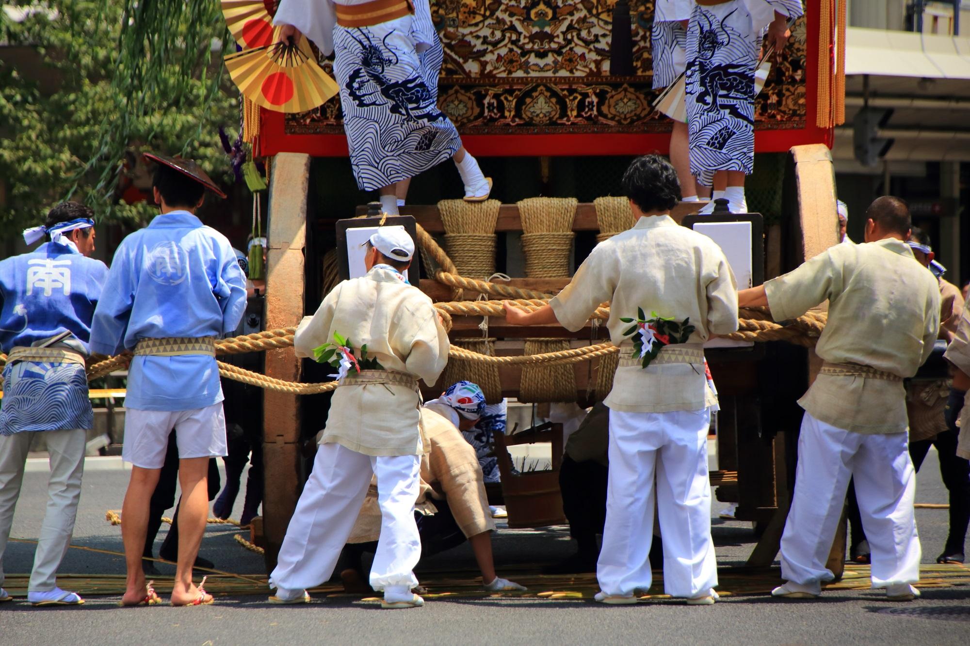 祇園祭後祭の山鉾巡行の南観音山(なみかんのんやま)の辻回し