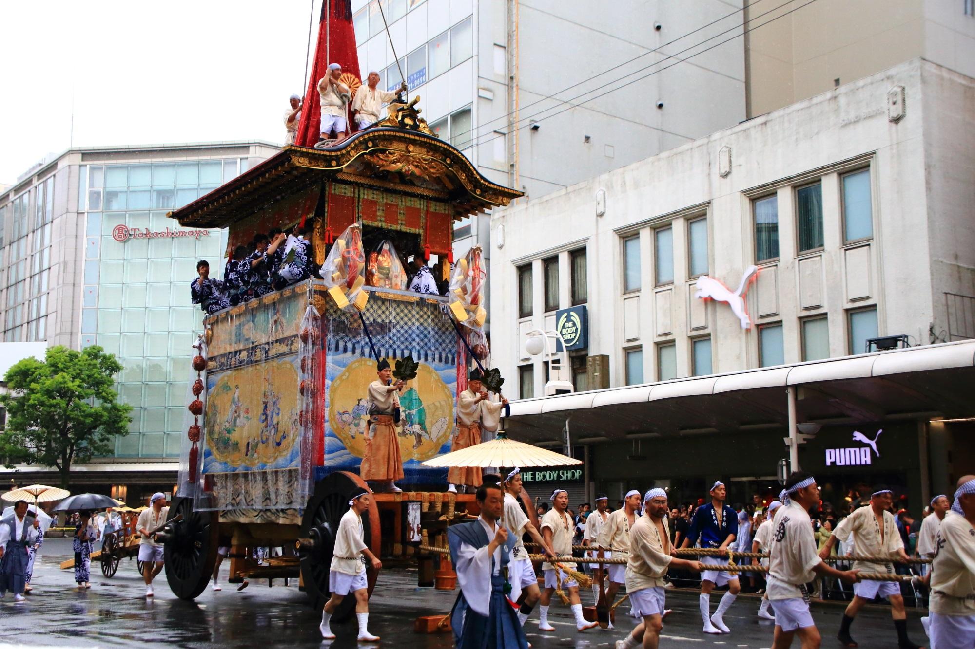 祇園祭の山鉾巡行の菊水鉾(きくすいほこ)