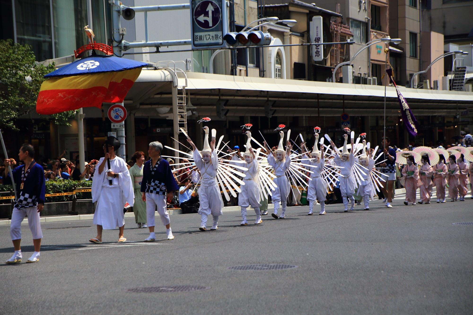 祇園祭の花傘巡行の鷺踊