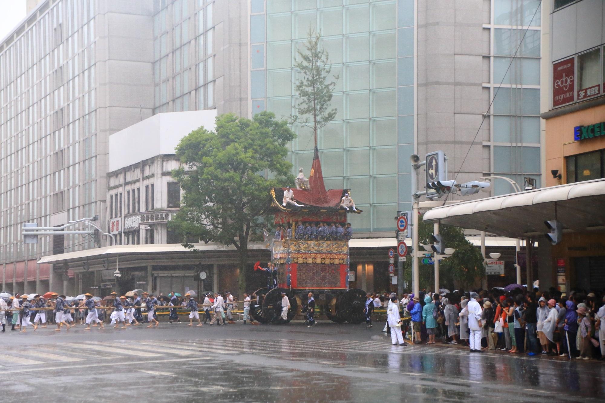 祇園祭の山鉾巡行の岩戸山(いわとやま)