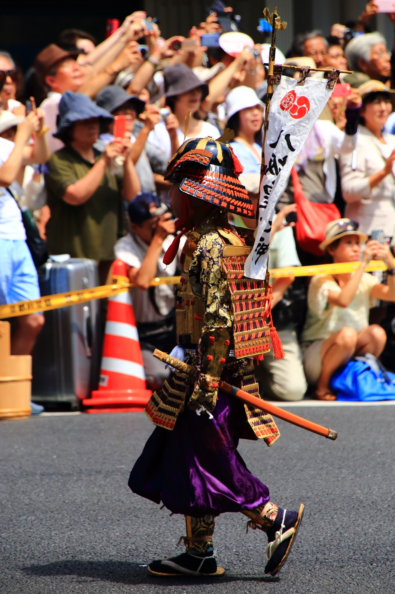 祇園祭の花傘巡行の児武者