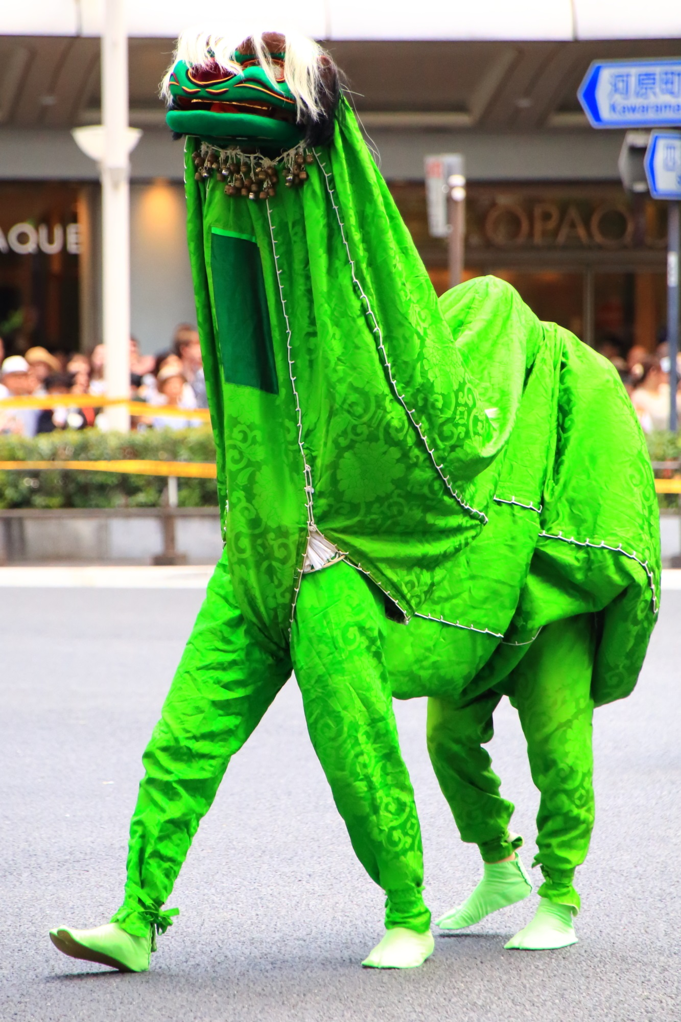 祇園祭の花傘巡行の緑の獅子舞