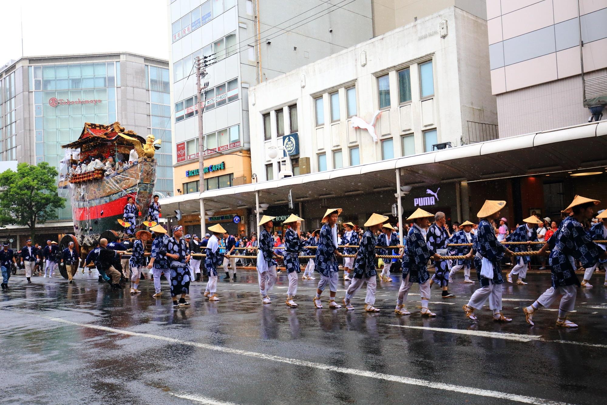 京都祇園祭の山鉾巡行の船鉾(ふねほこ)