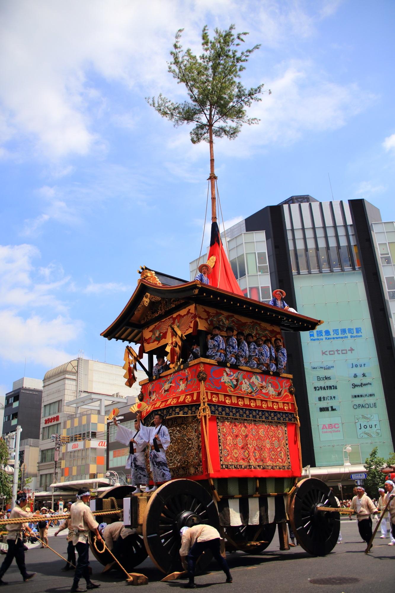 祇園祭後祭の山鉾巡行の南観音山(なみかんのんやま)