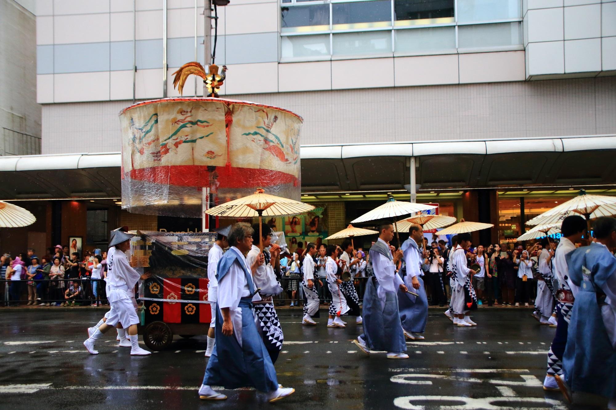 祇園祭の山鉾巡行(前祭)の綾傘鉾(あやかさほこ)