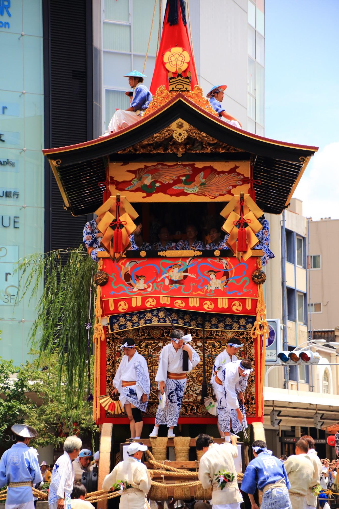 祇園祭後祭の山鉾巡行の南観音山(なみかんのんやま) 7月