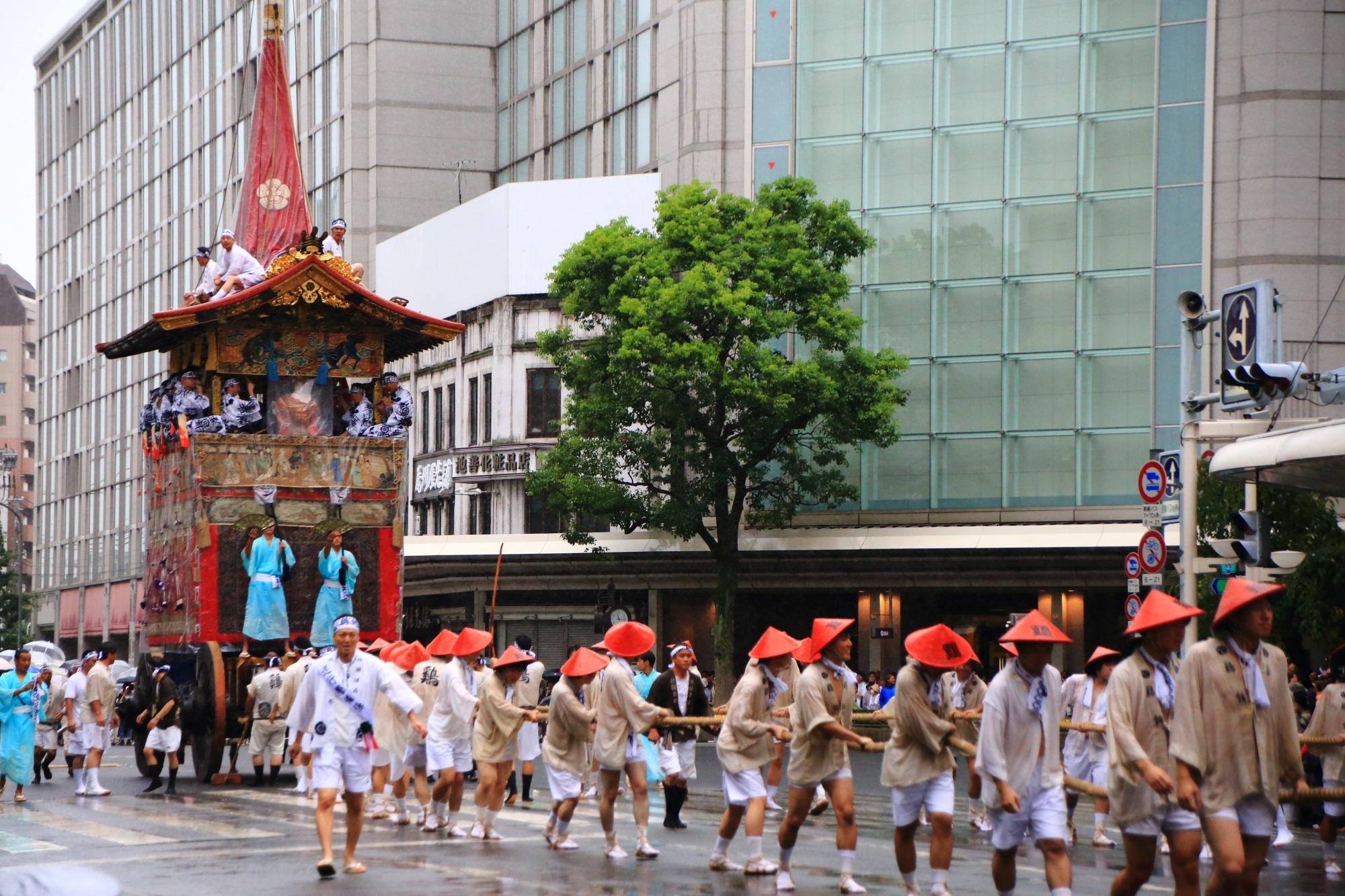 祇園祭の山鉾巡行の鶏鉾(にわとりほこ・とりほこ)
