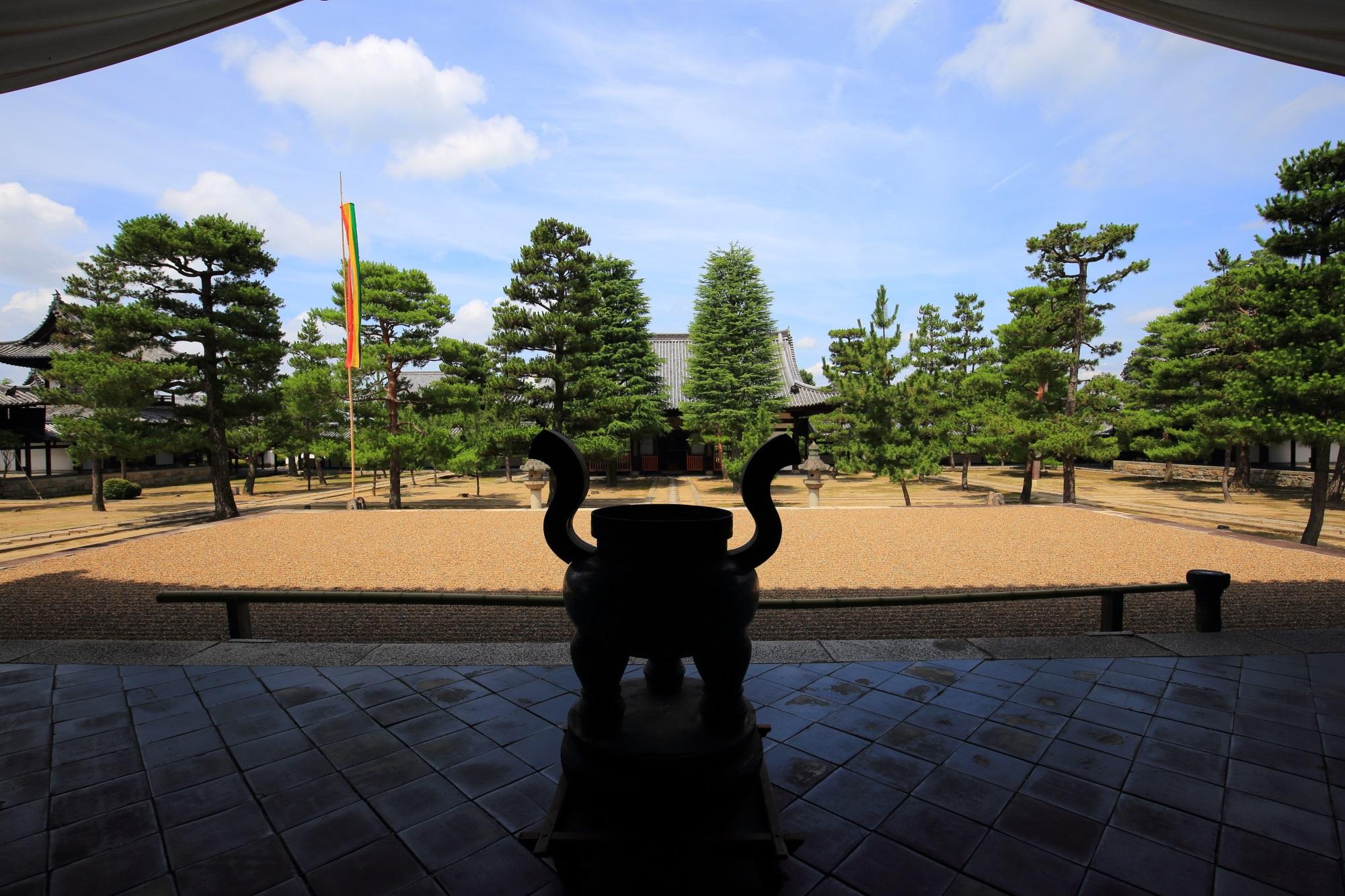 萬福寺の大雄宝殿から眺めた天王殿と境内
