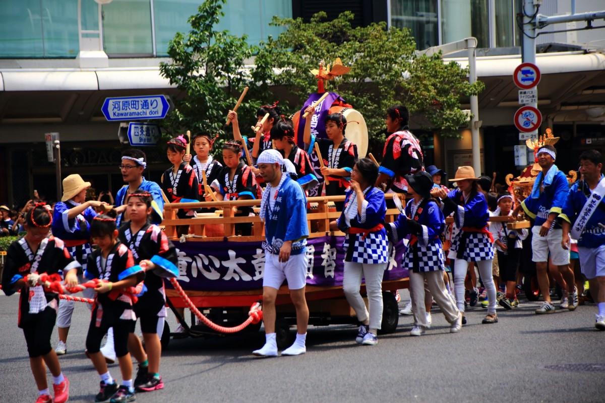 祇園祭の花傘巡行