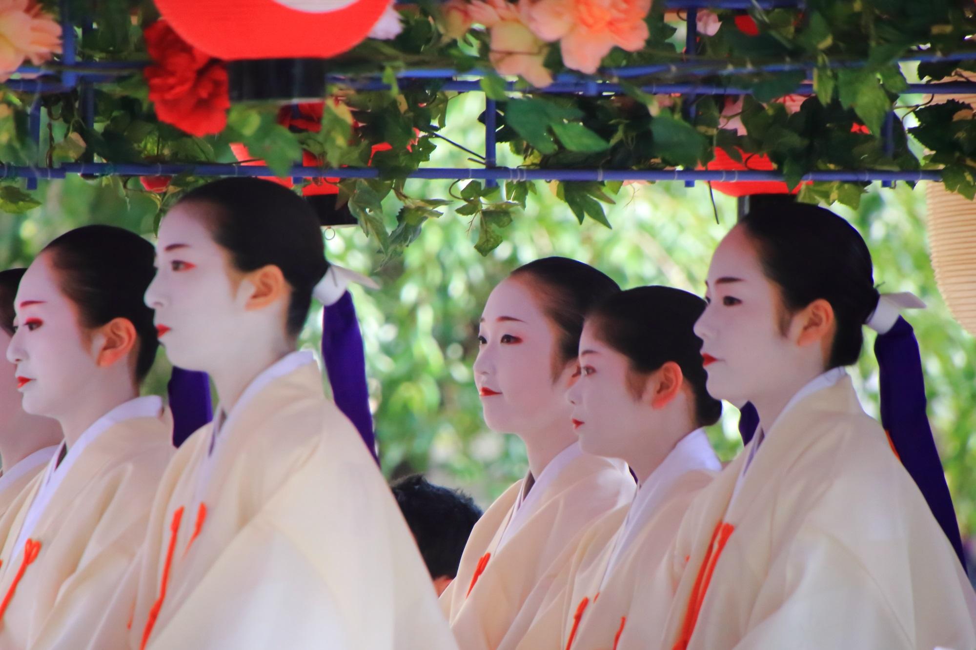 祇園祭の花傘巡行の舞妓さん(先斗町歌舞伎踊)