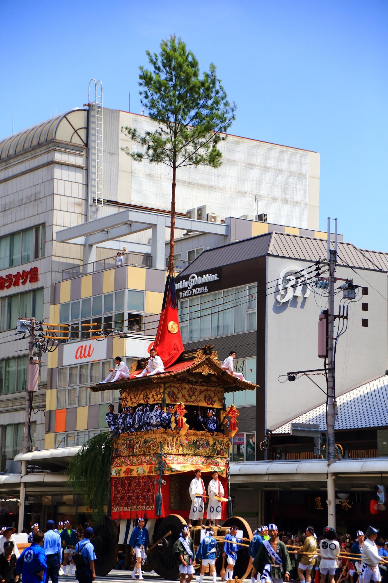 京都祇園祭後祭の山鉾巡行の北観音山(きたかんのんやま)