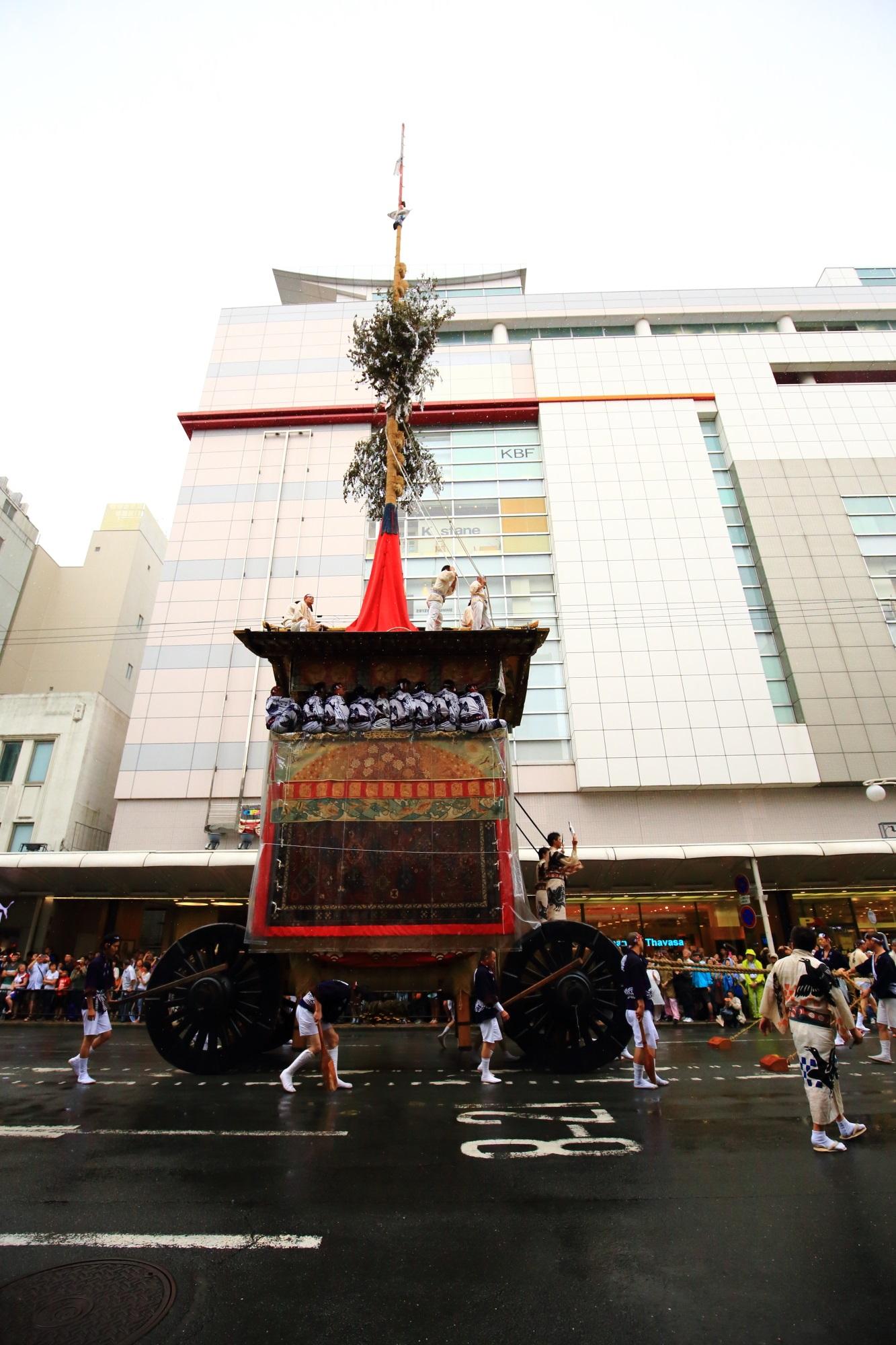 祇園祭山鉾巡行の月鉾(つきほこ)