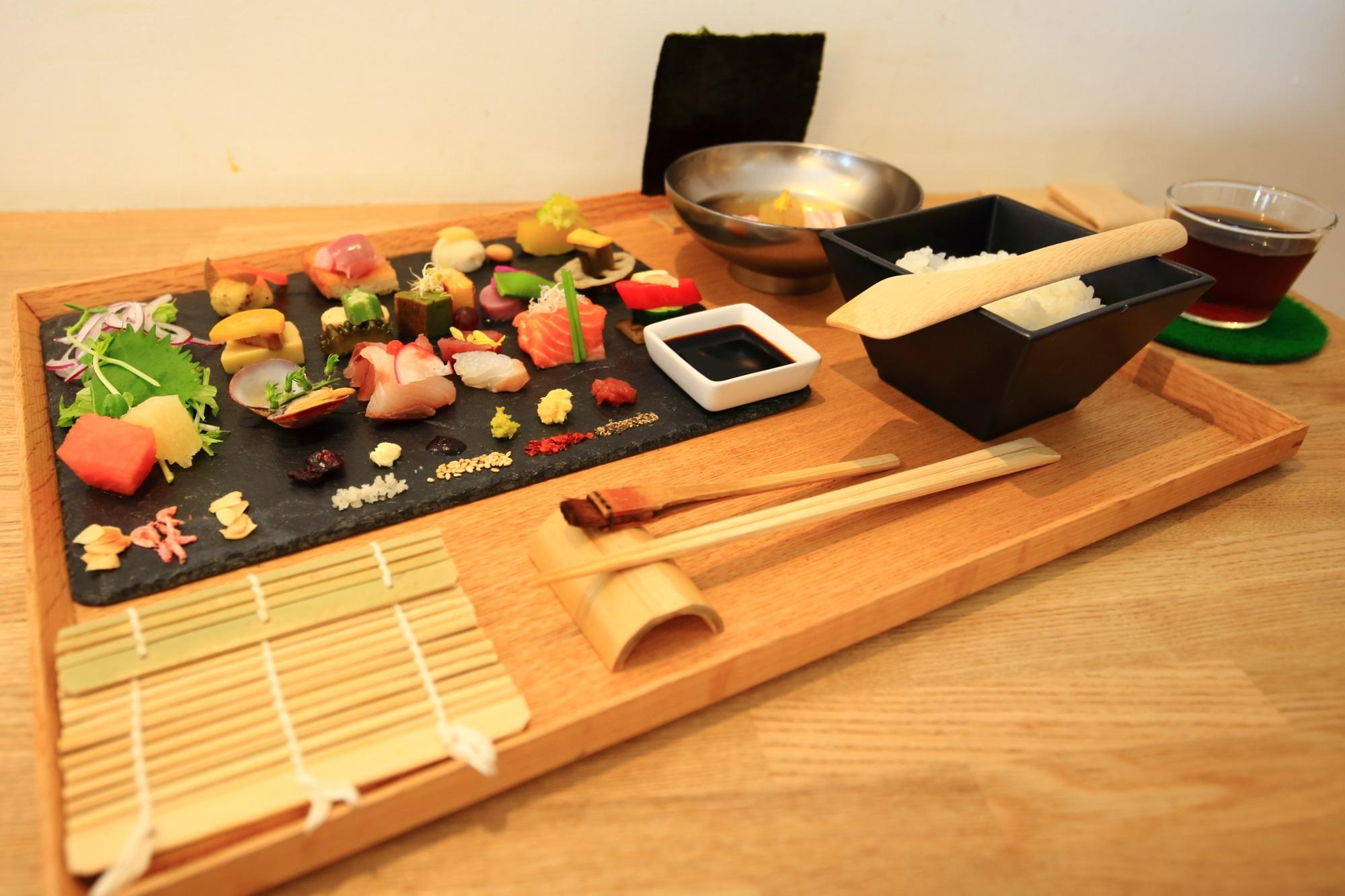 京都AWOMB (アウーム) 美しく芸術的な手織り寿し