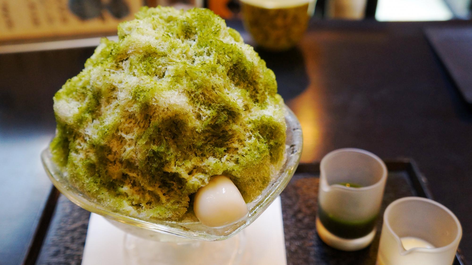 京都甘味処の大極殿栖園(せいえん)のかき氷(宇治ミルク)