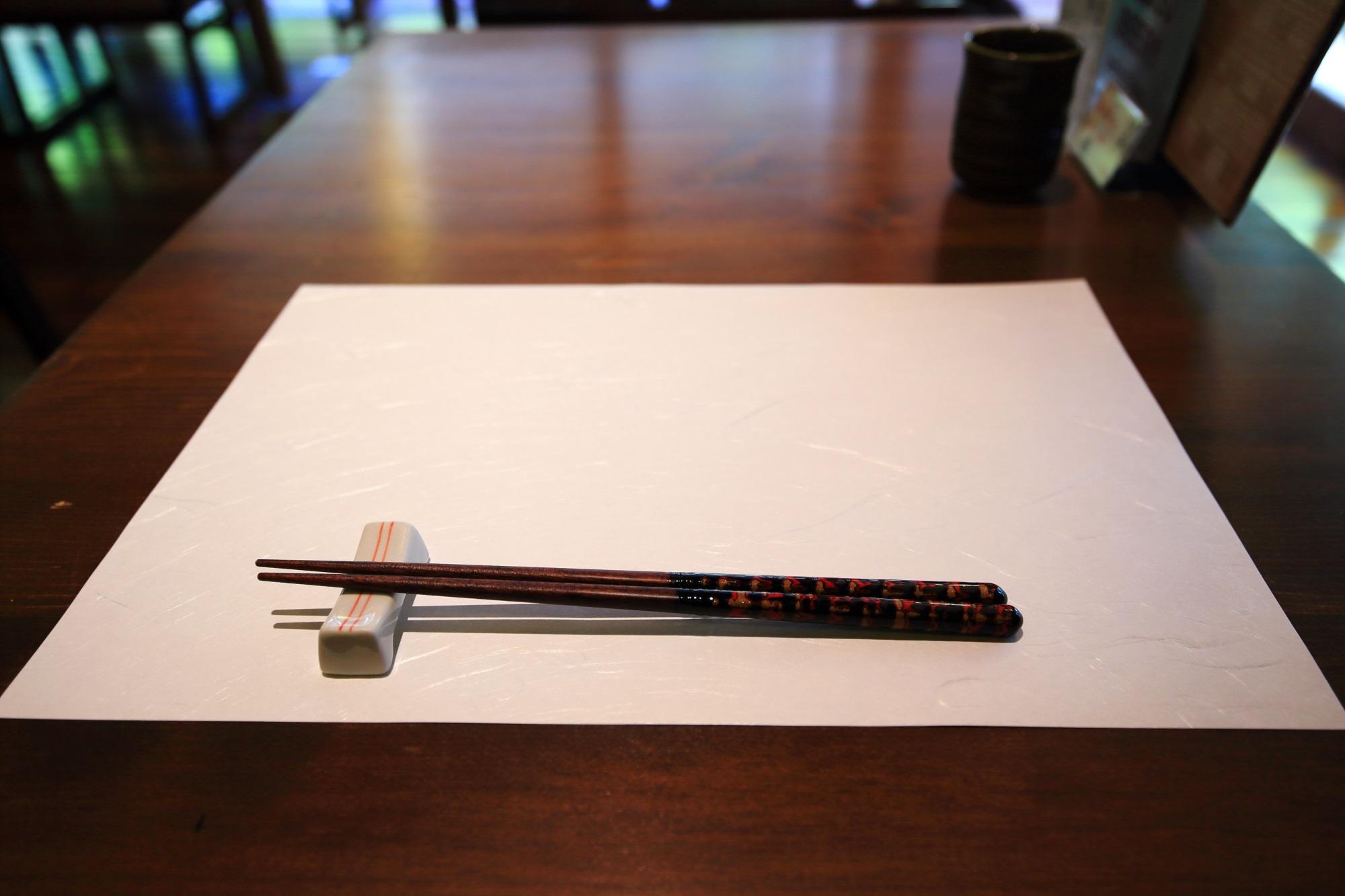 馳走 いなせやのお箸と紙