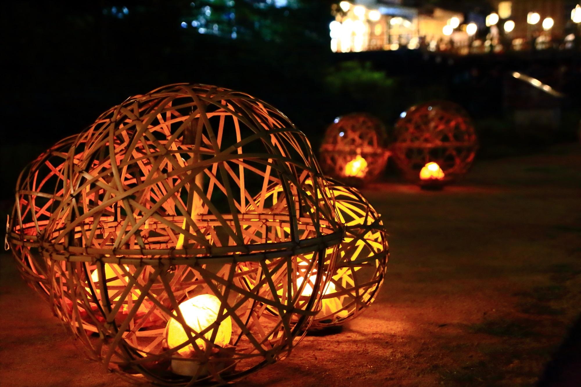 夏の風物詩の京の七夕鴨川会場の情緒ある風鈴灯