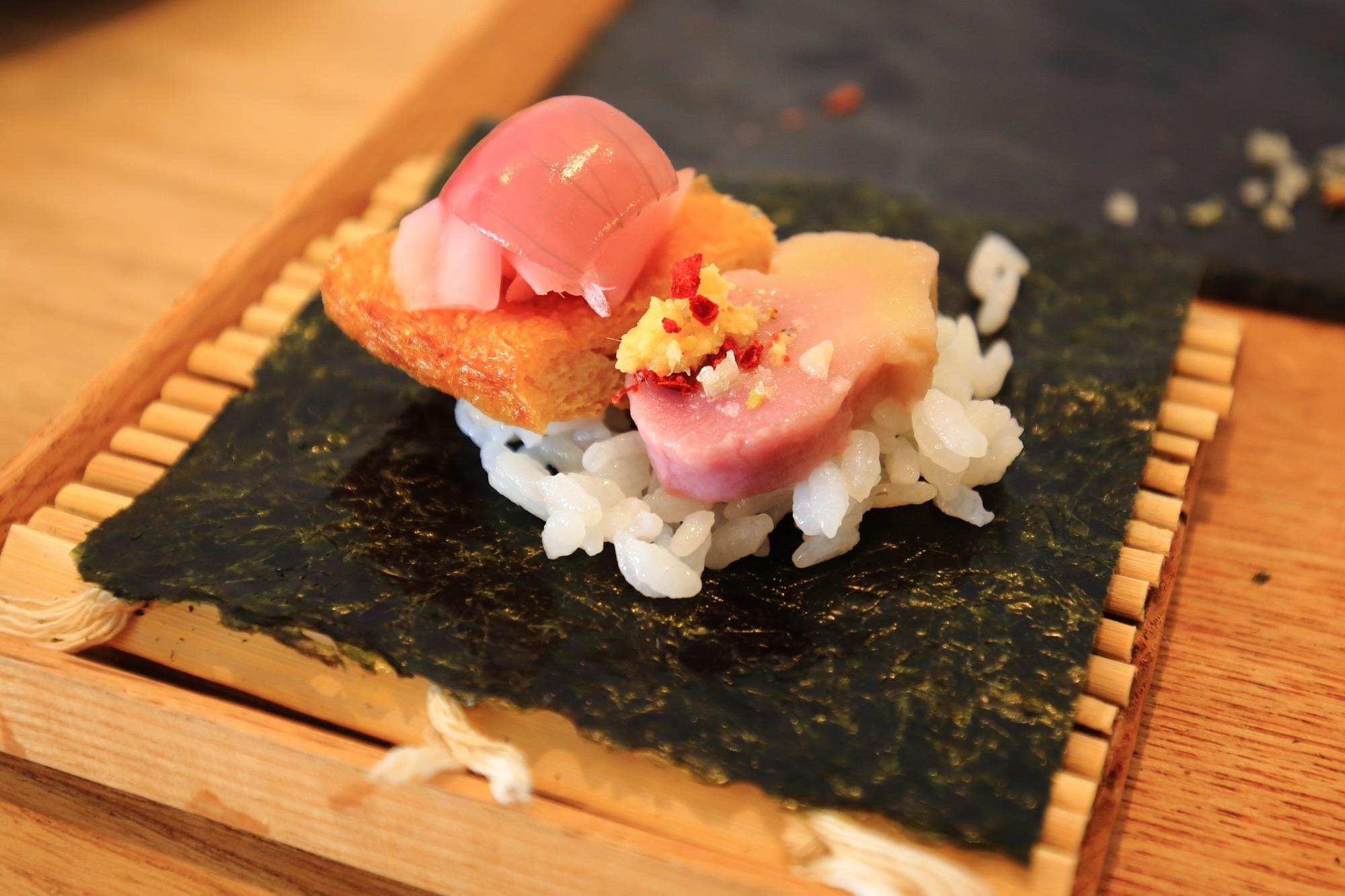 AWOMB (アウーム) 美しく芸術的な手巻き寿司