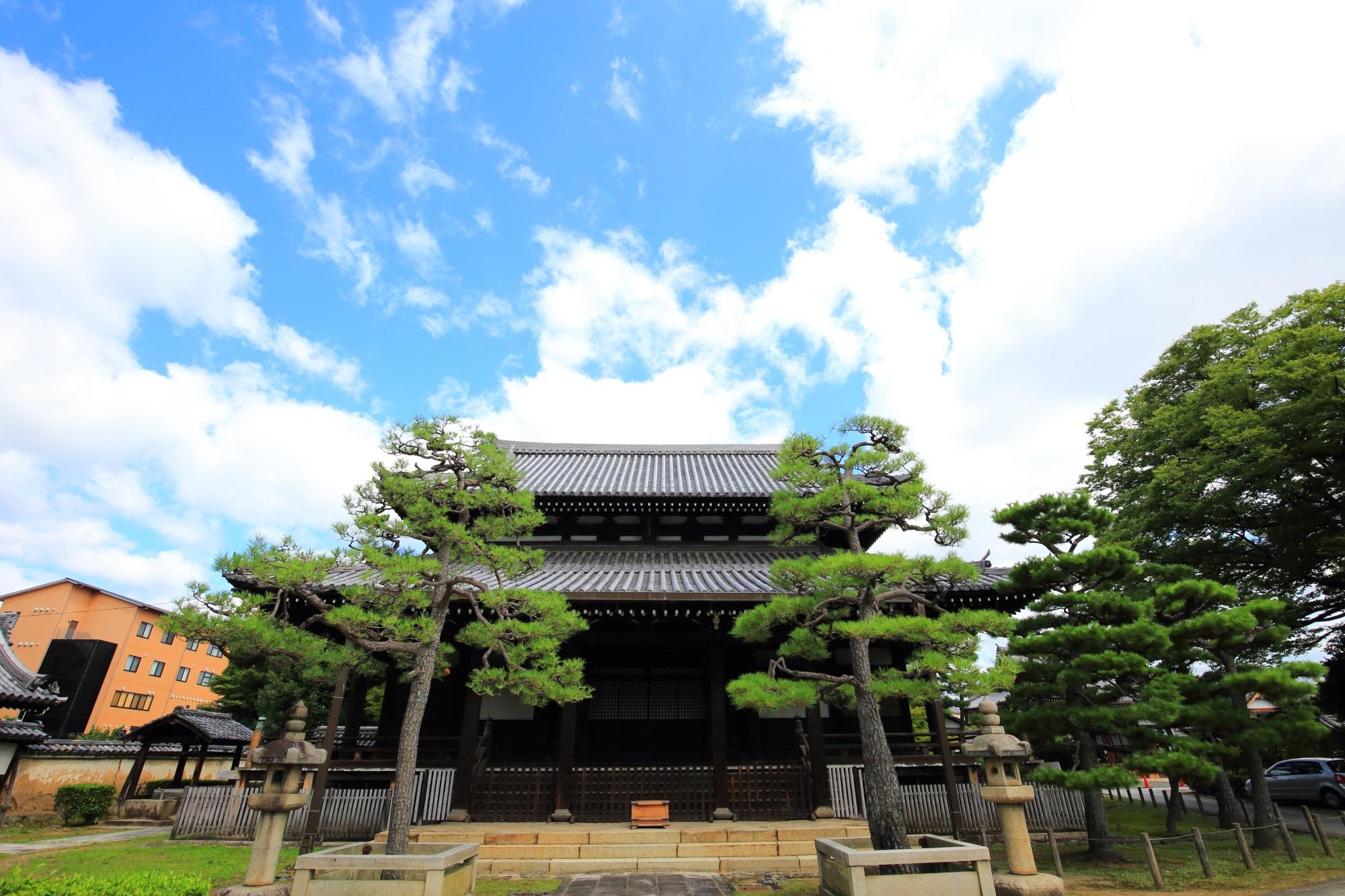 浄福寺の本堂と空
