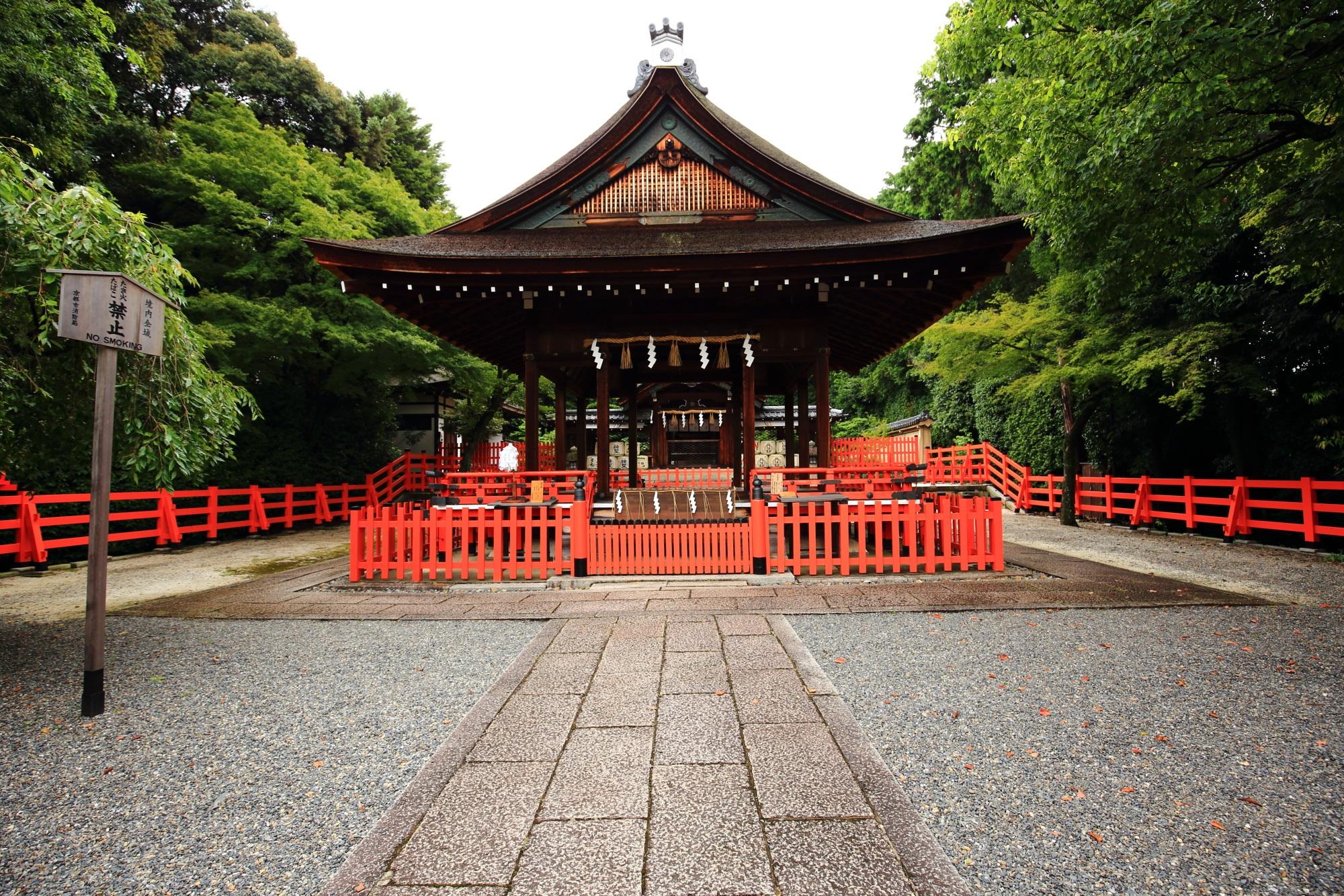 織田信長を祀る建勲神社の拝殿