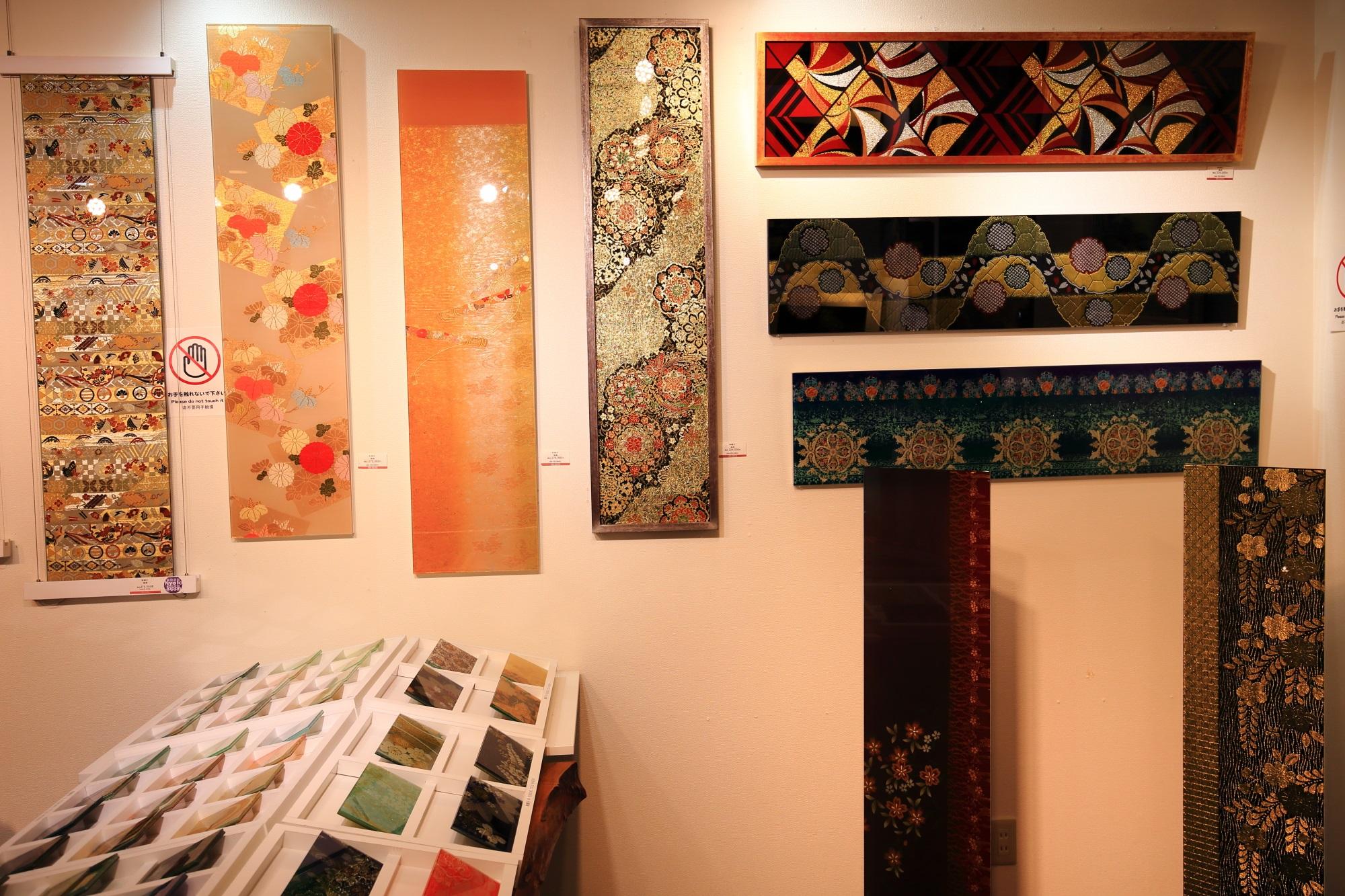 和硝子屋祇園ギャラリーの1階の和柄のガラス