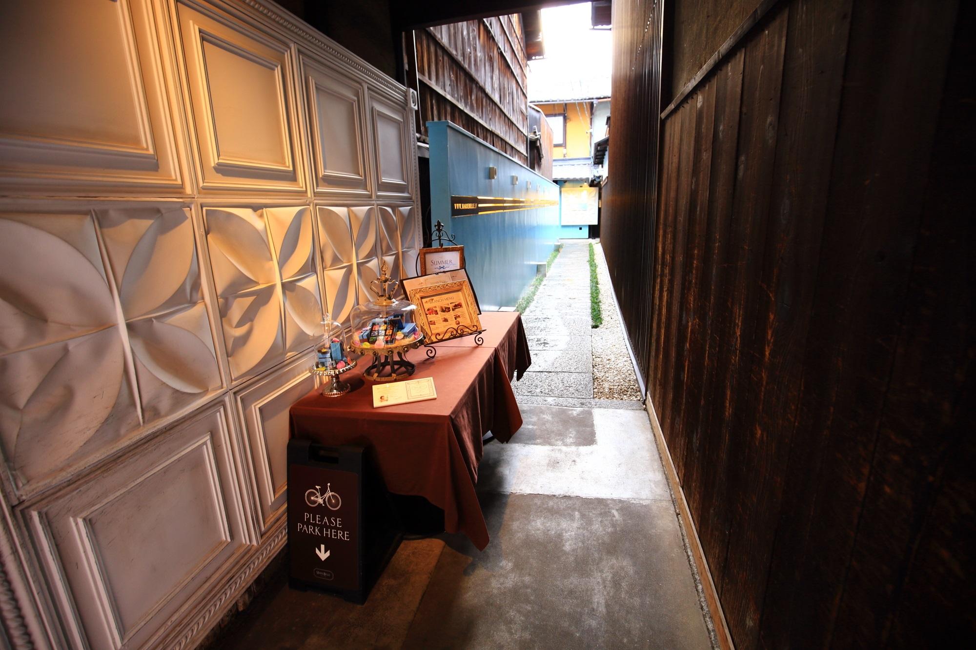 京都の街中とは思えない異空間
