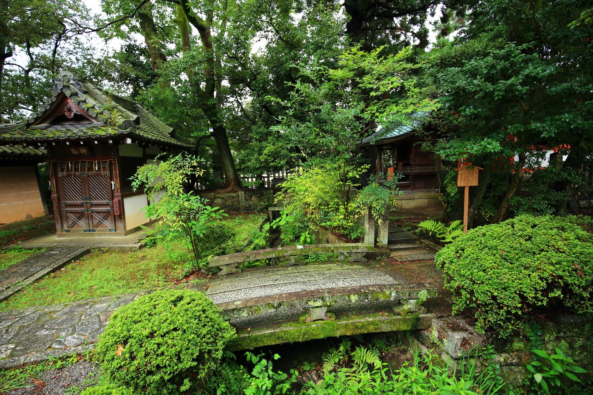 今宮神社の宗像社と神馬舎