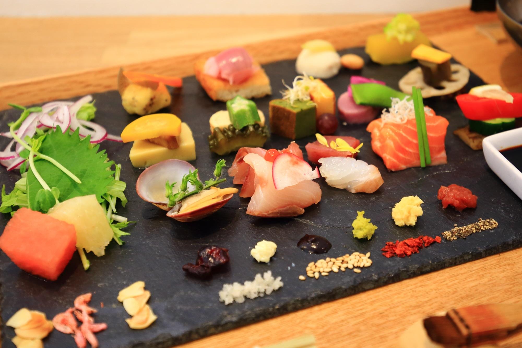京都AWOMB(アウーム) 手織り寿司(手織り寿し) 美しい芸術的な手巻き寿司