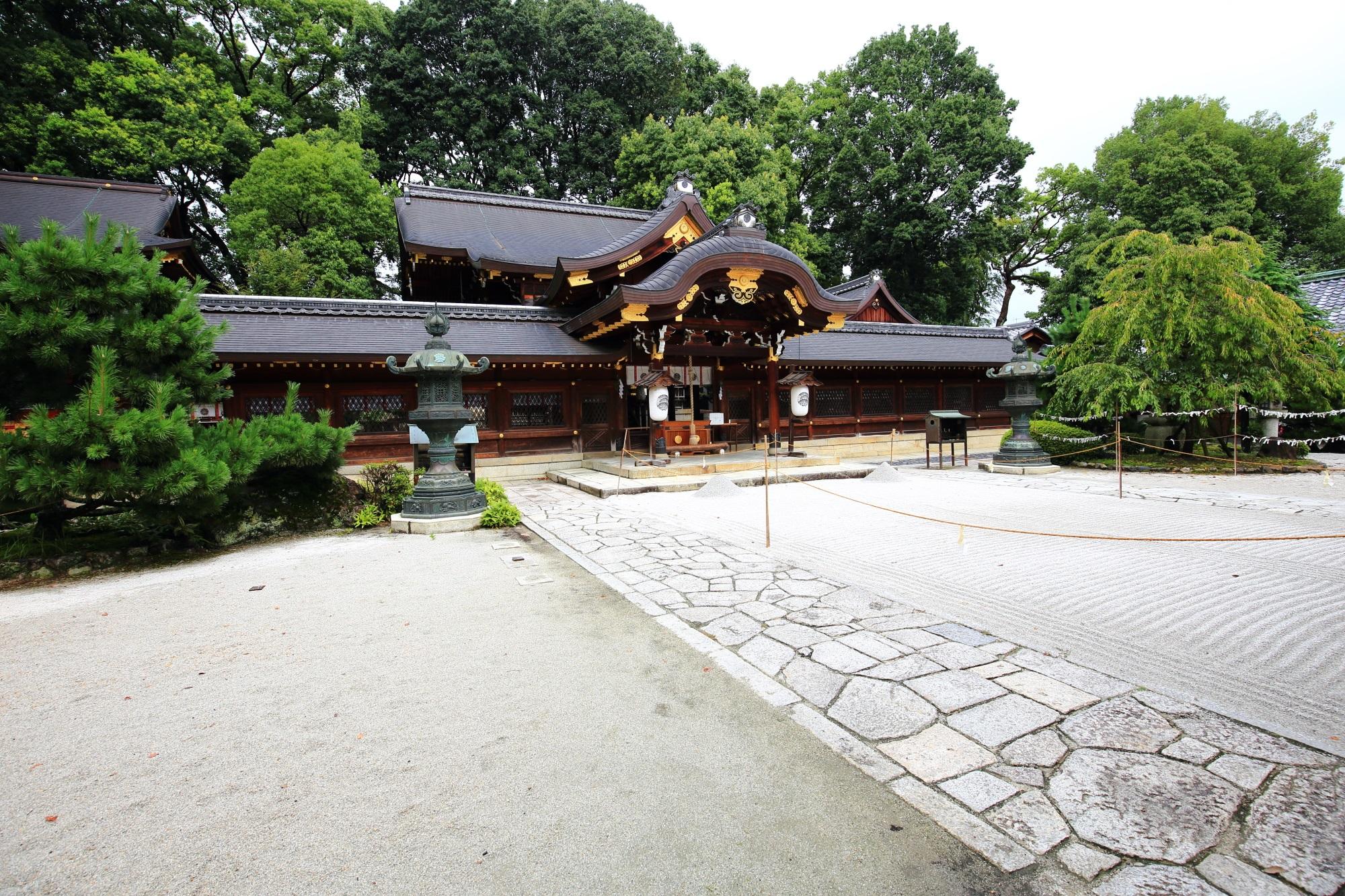 玉の輿神社として知られ女性にも人気のの今宮神社の本社(本殿)