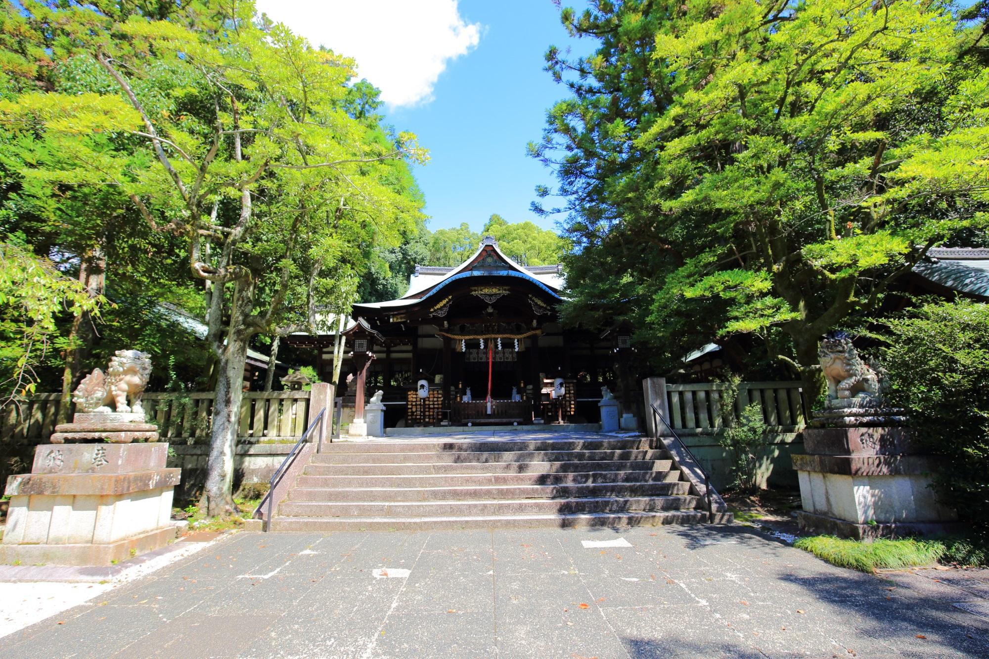 荘厳で立派な造りの岡崎神社の本殿