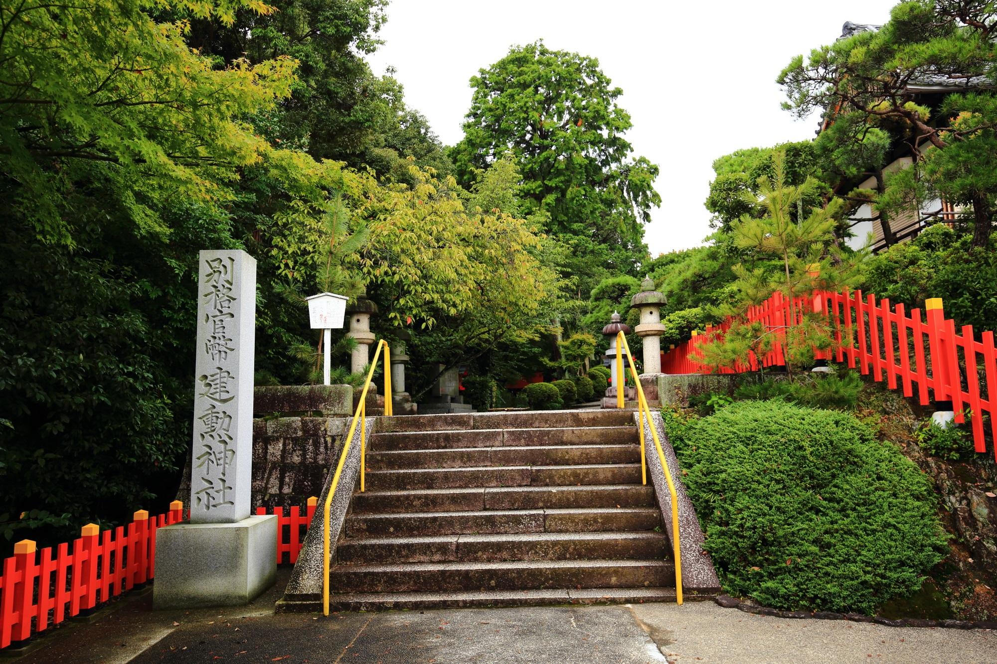 建勲神社の境内正面(東側)
