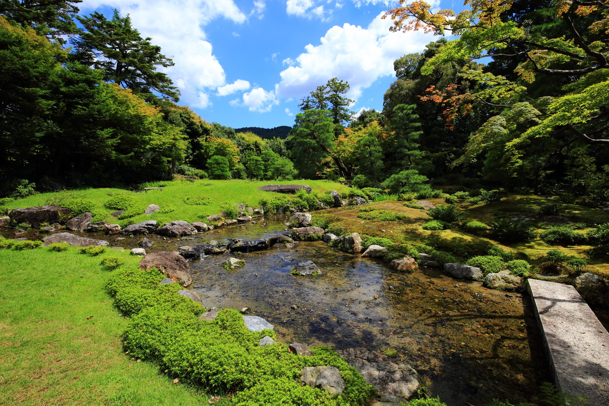 無鄰菴(むりんあん)の美しい池泉回遊式庭園