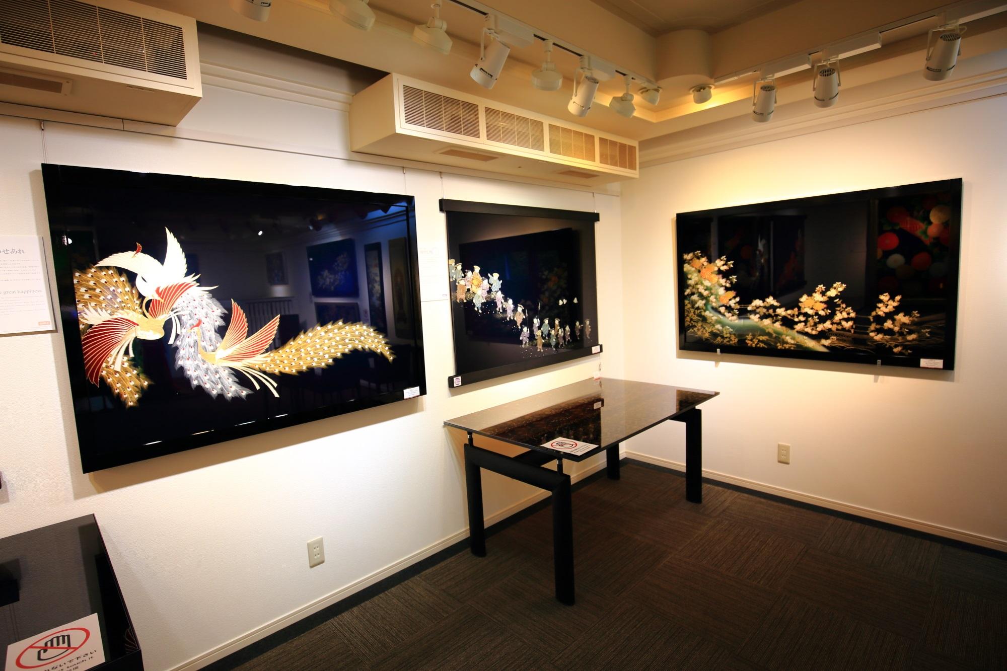 和硝子屋祇園ギャラリーの2階の和柄のガラス