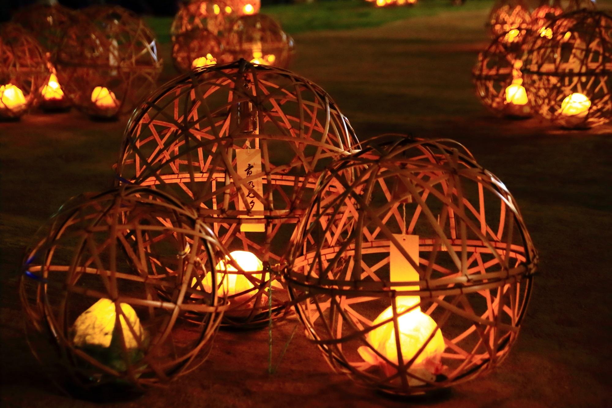 夏の風物詩の京の七夕鴨川会場の納涼の風鈴灯