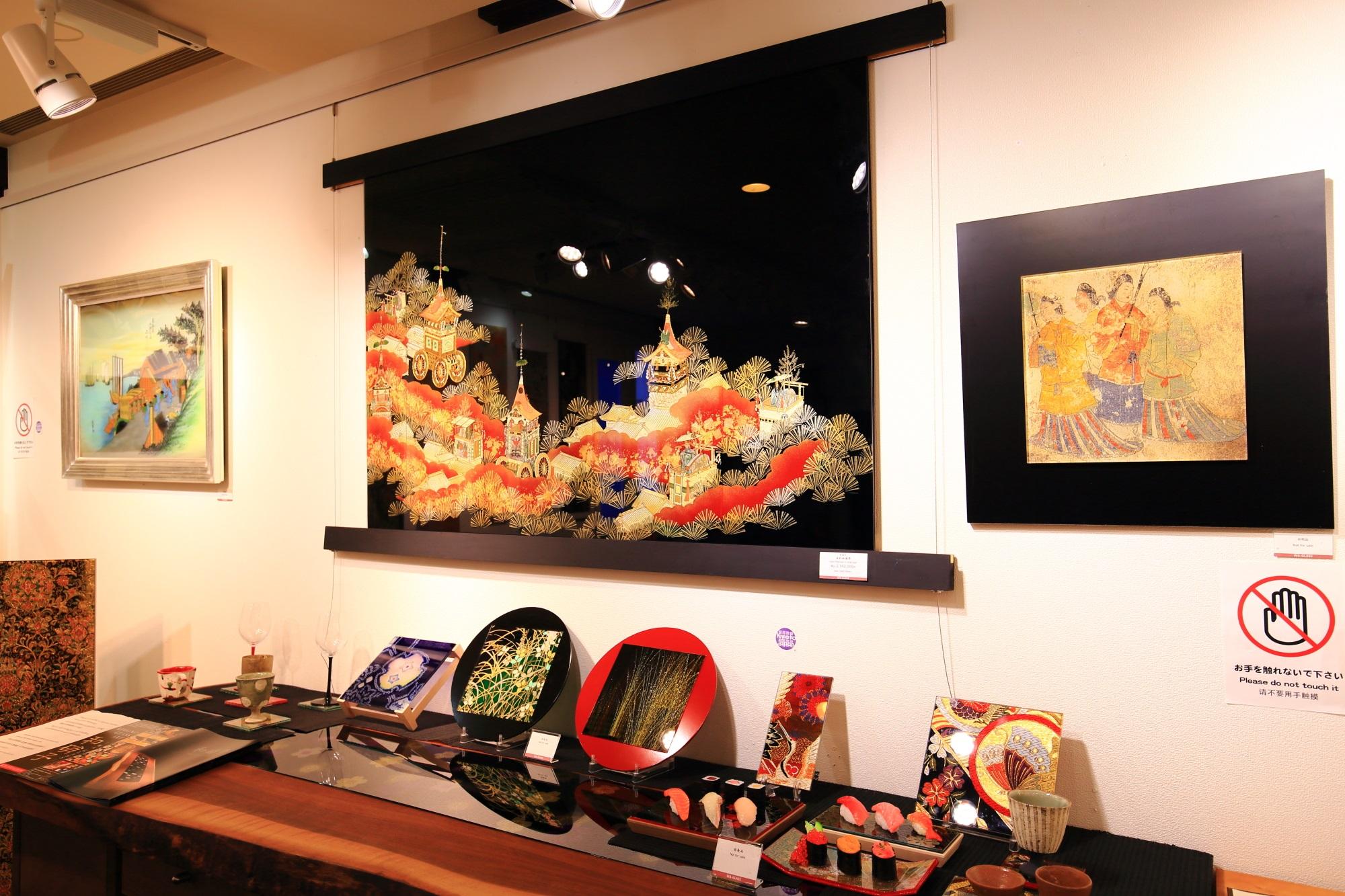 和硝子屋祇園ギャラリーの芸術的な和柄のガラス