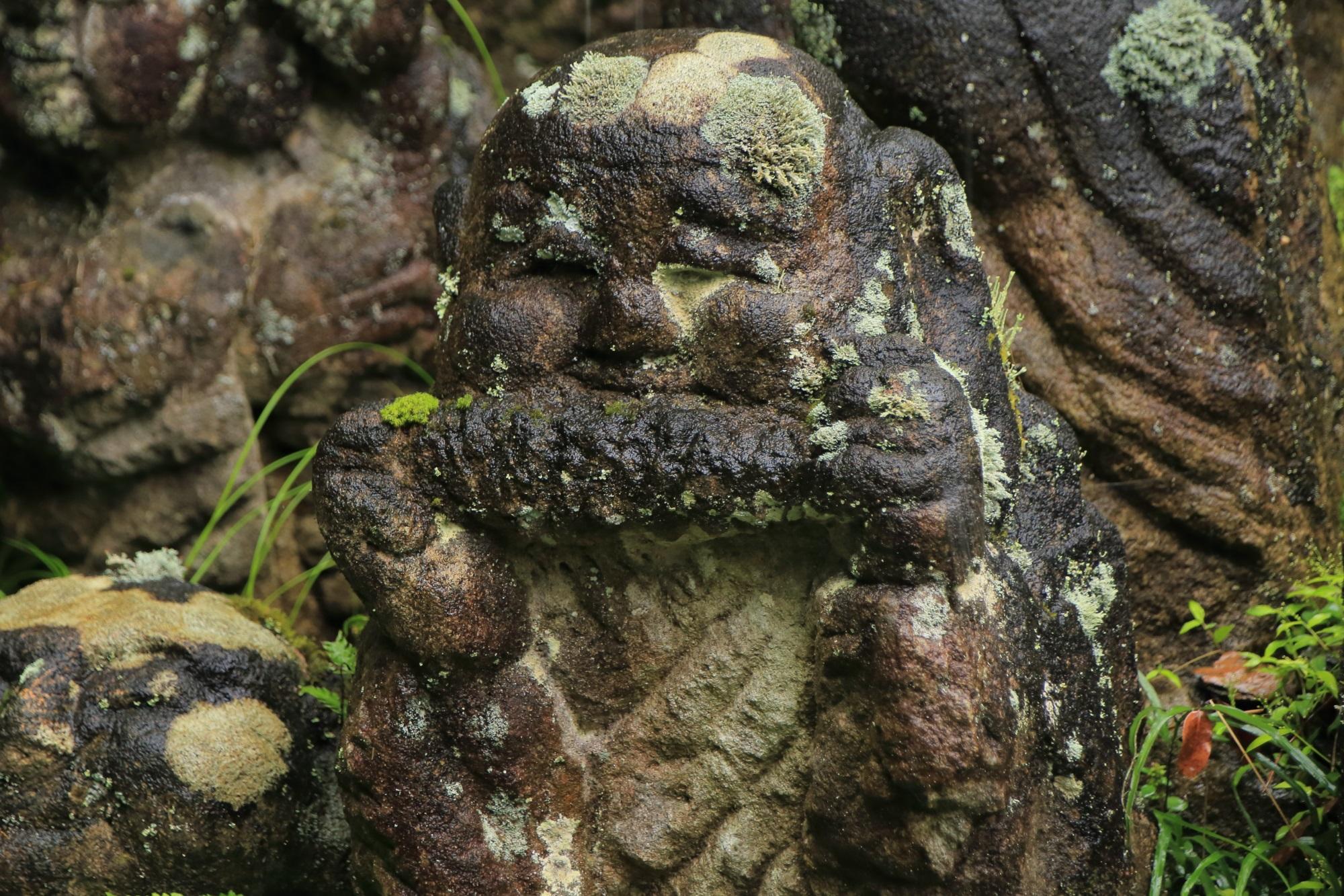 愛宕念仏寺のとうもろこしを食べる千二百羅漢
