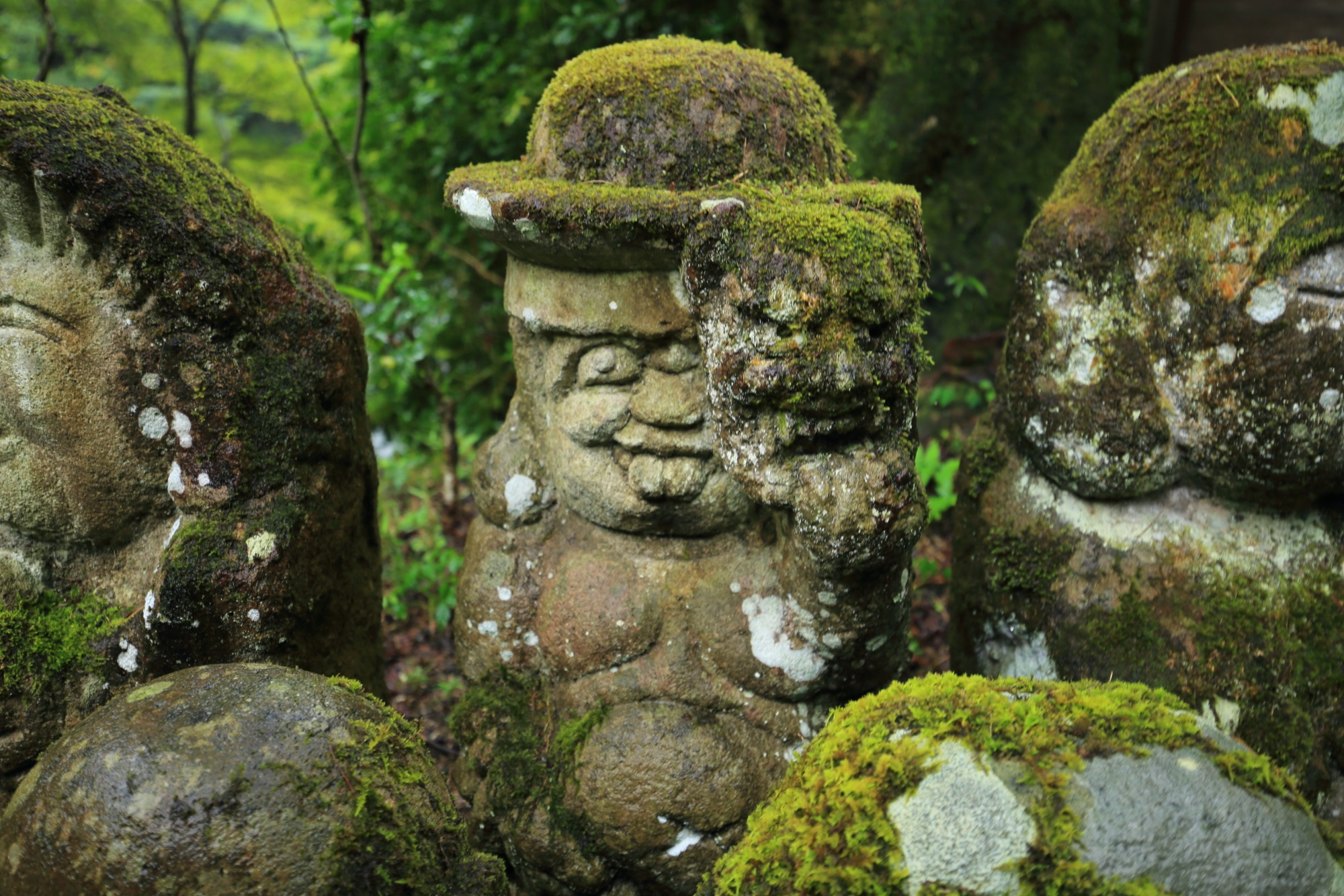 愛宕念仏寺のアッカンベーの千二百羅漢