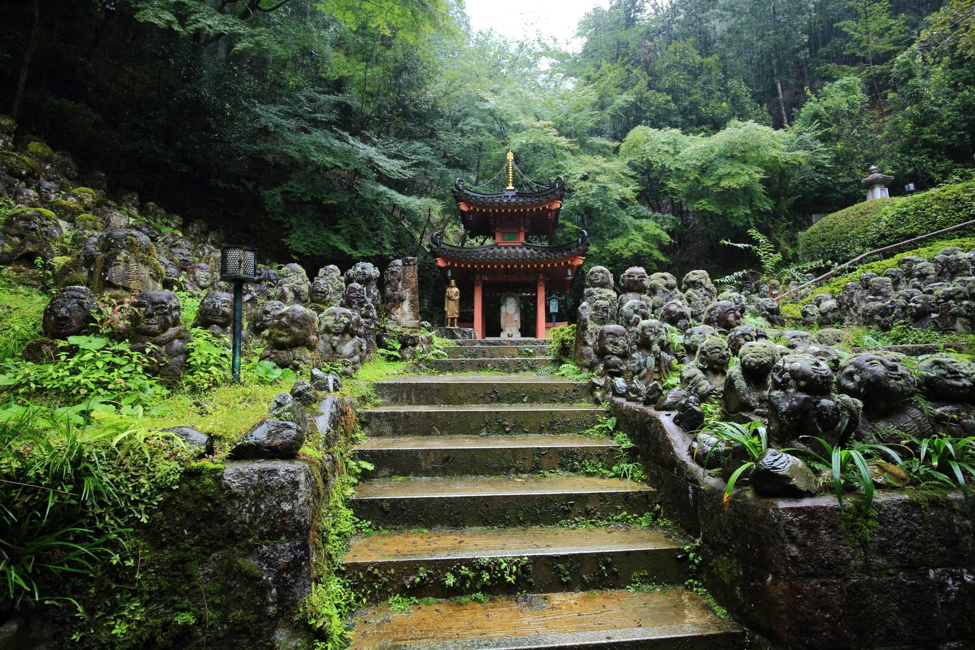 愛宕念仏寺の多宝塔