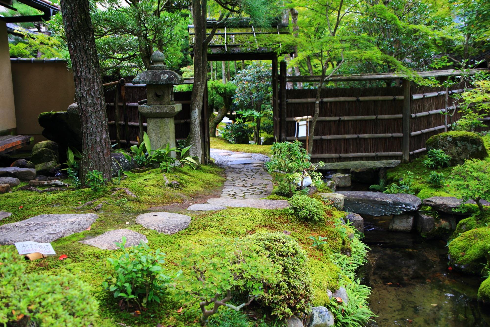 南禅寺大寧軒の庭園の入口