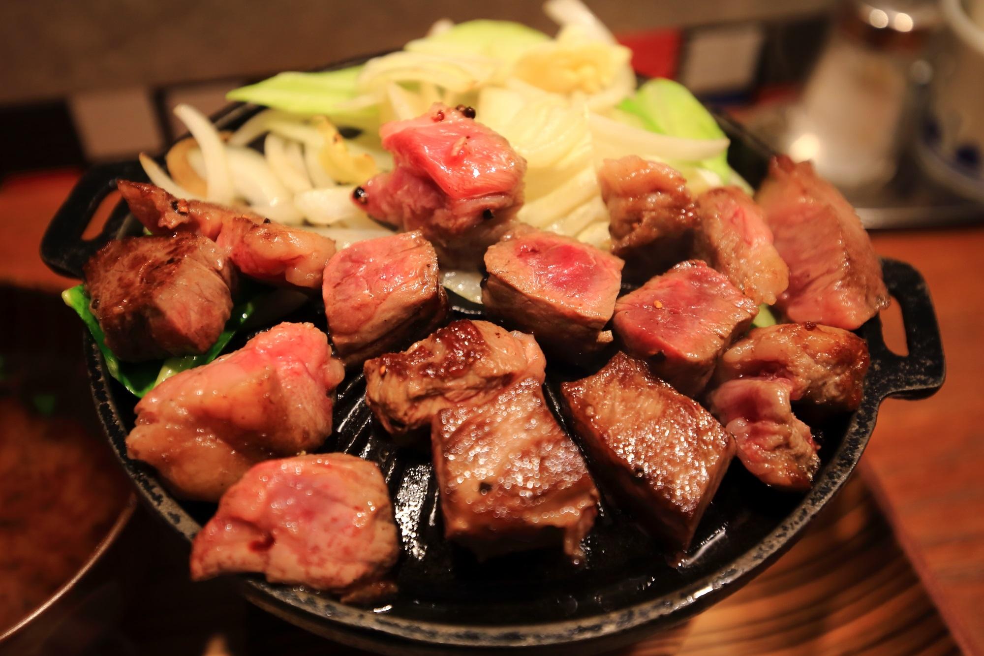 佰食屋(ひゃくしょくや) すき焼き専科の20食限定の国産牛サイコロステーキ定食