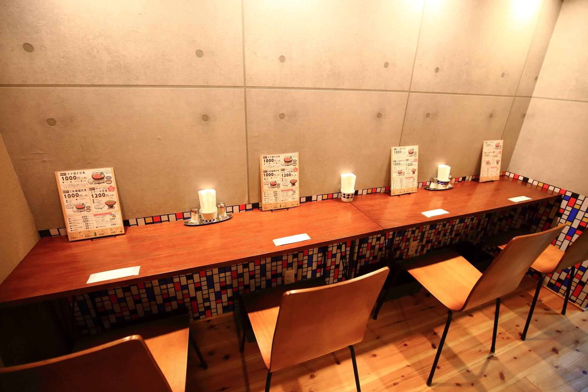 佰食屋 すき焼き専科の店内のカウンター席