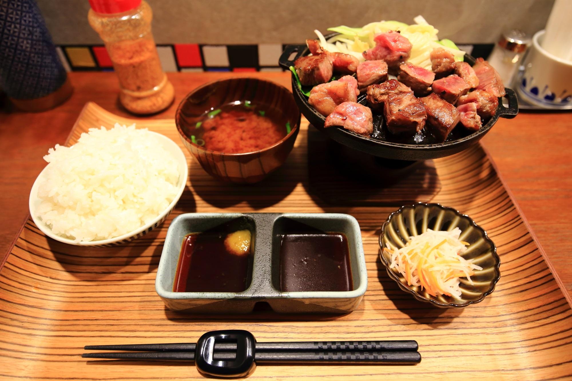 佰食屋 すき焼き専科の20食限定の国産牛サイコロステーキ定食(税抜1,200円)
