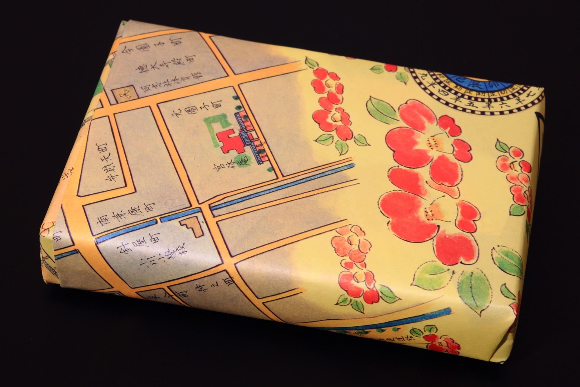 和菓子の俵屋吉富 祇園店限定の京まいこちゃんボンボンの包装紙