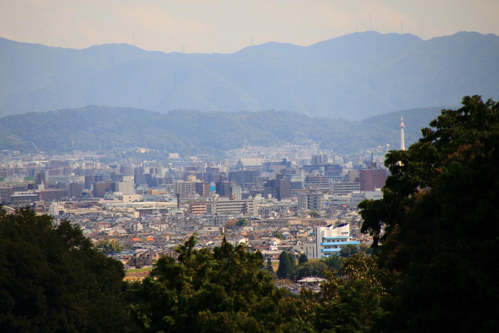 嵐山の秘境の大悲閣 千光寺から眺める京都タワー