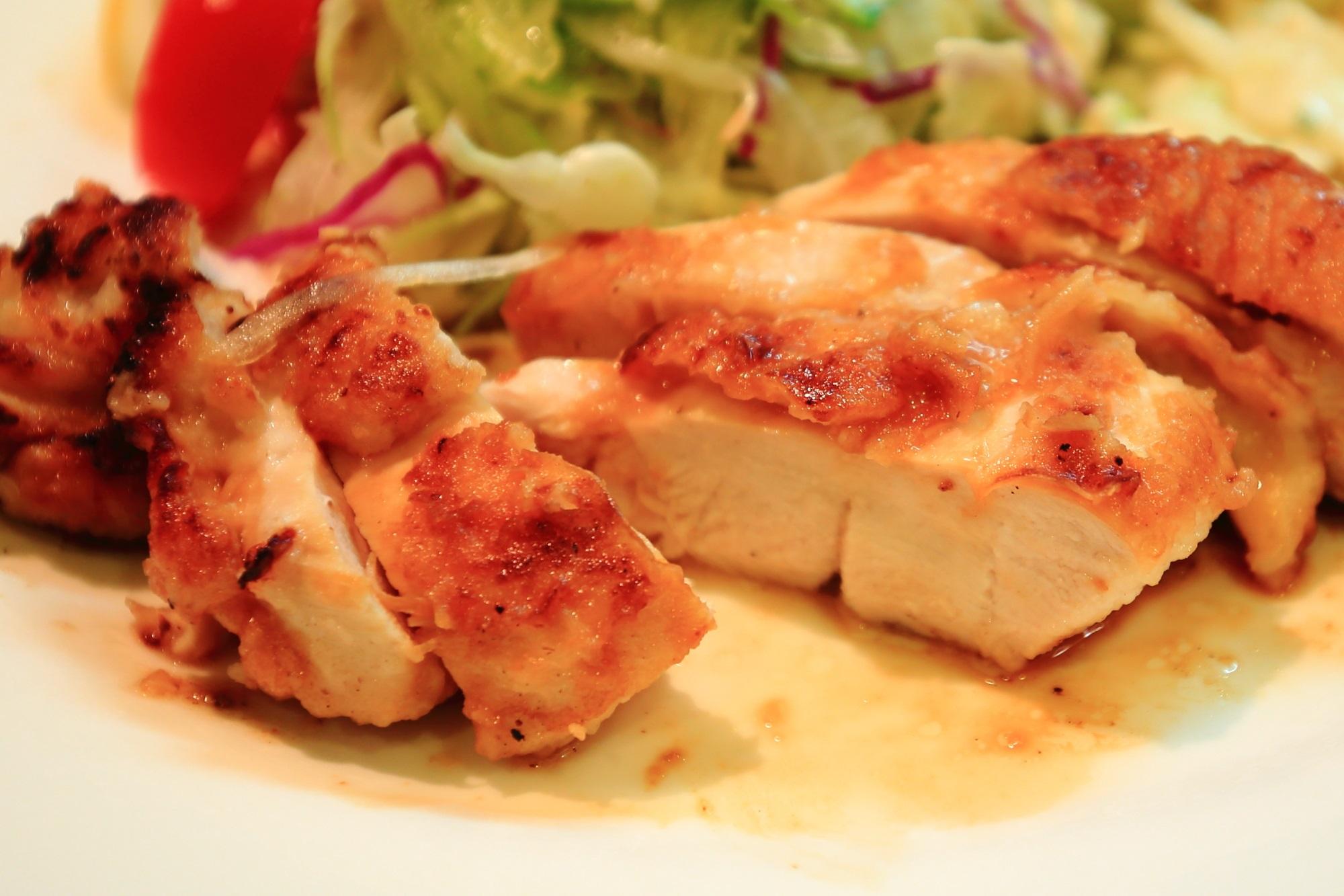 サラダの店 サンチョ 若鶏のグリルチキンとサラダ うまい 河原町
