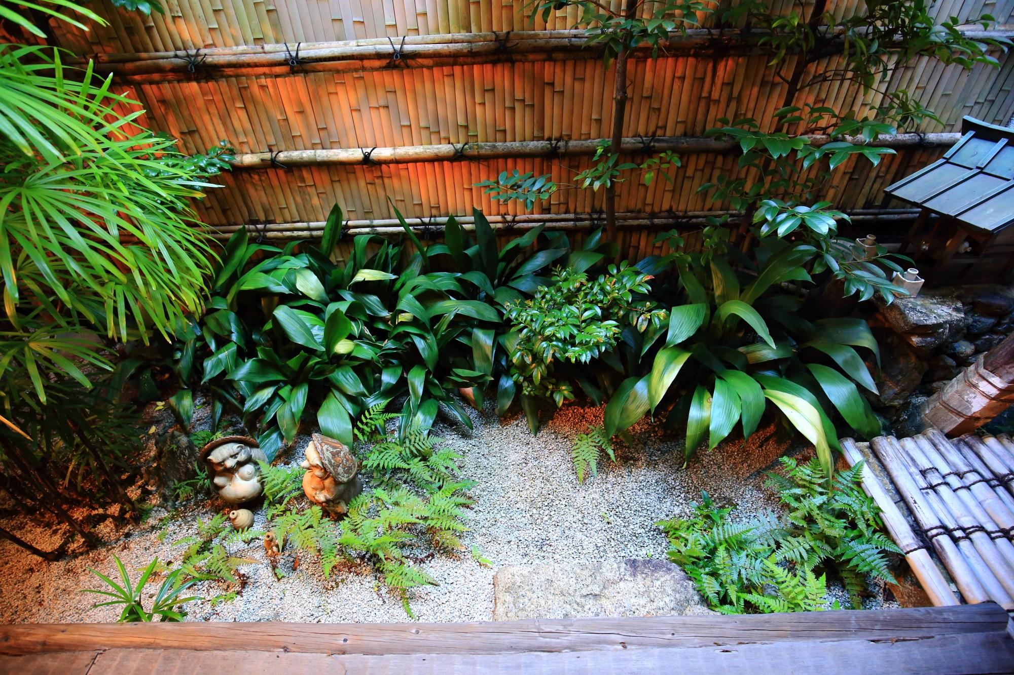 良く手入れされており緑も綺麗なぎをん小森の素晴らしい中庭