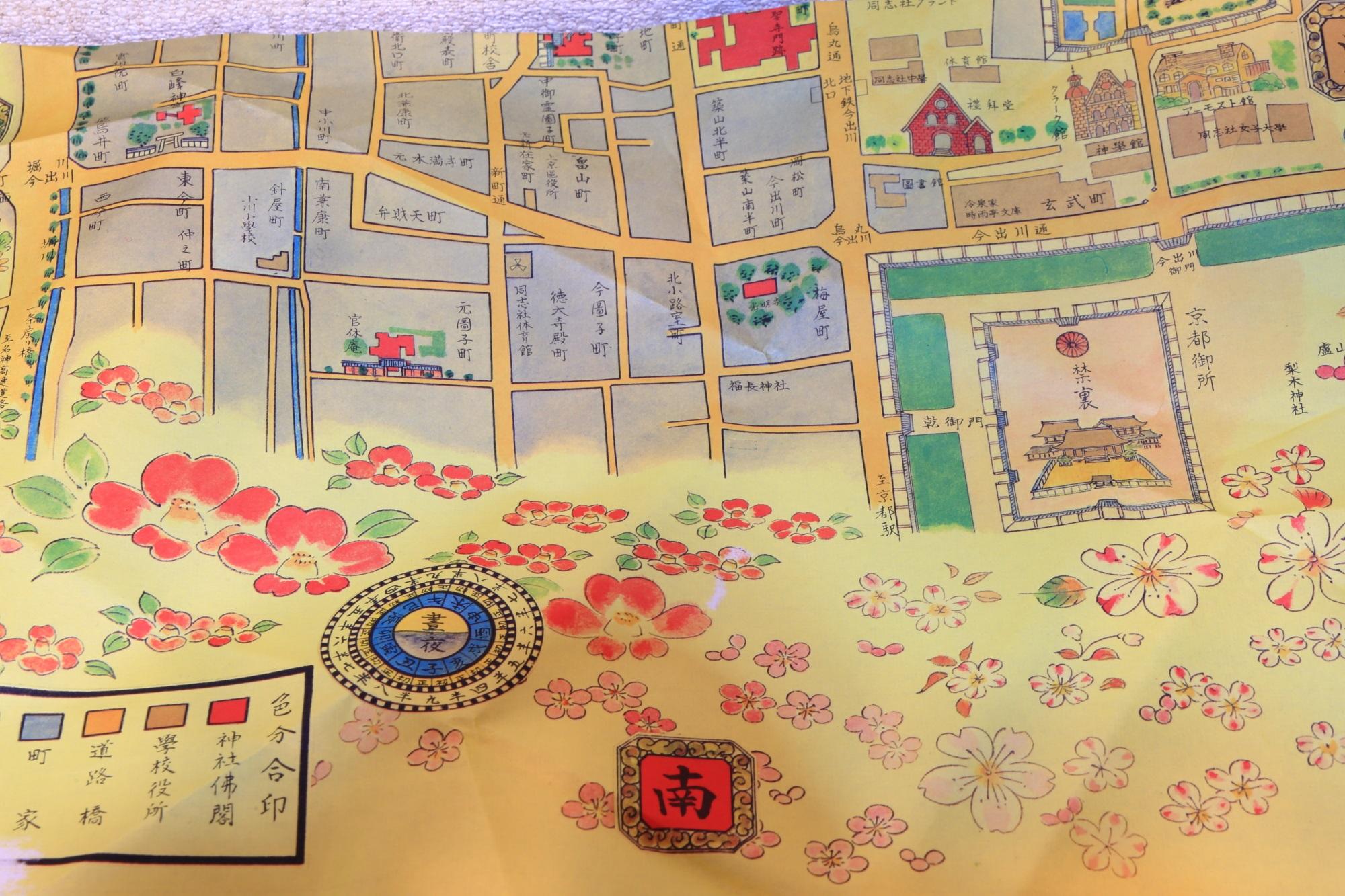 俵屋吉富 祇園店限定の京まいこちゃんボンボンの地図の包装紙