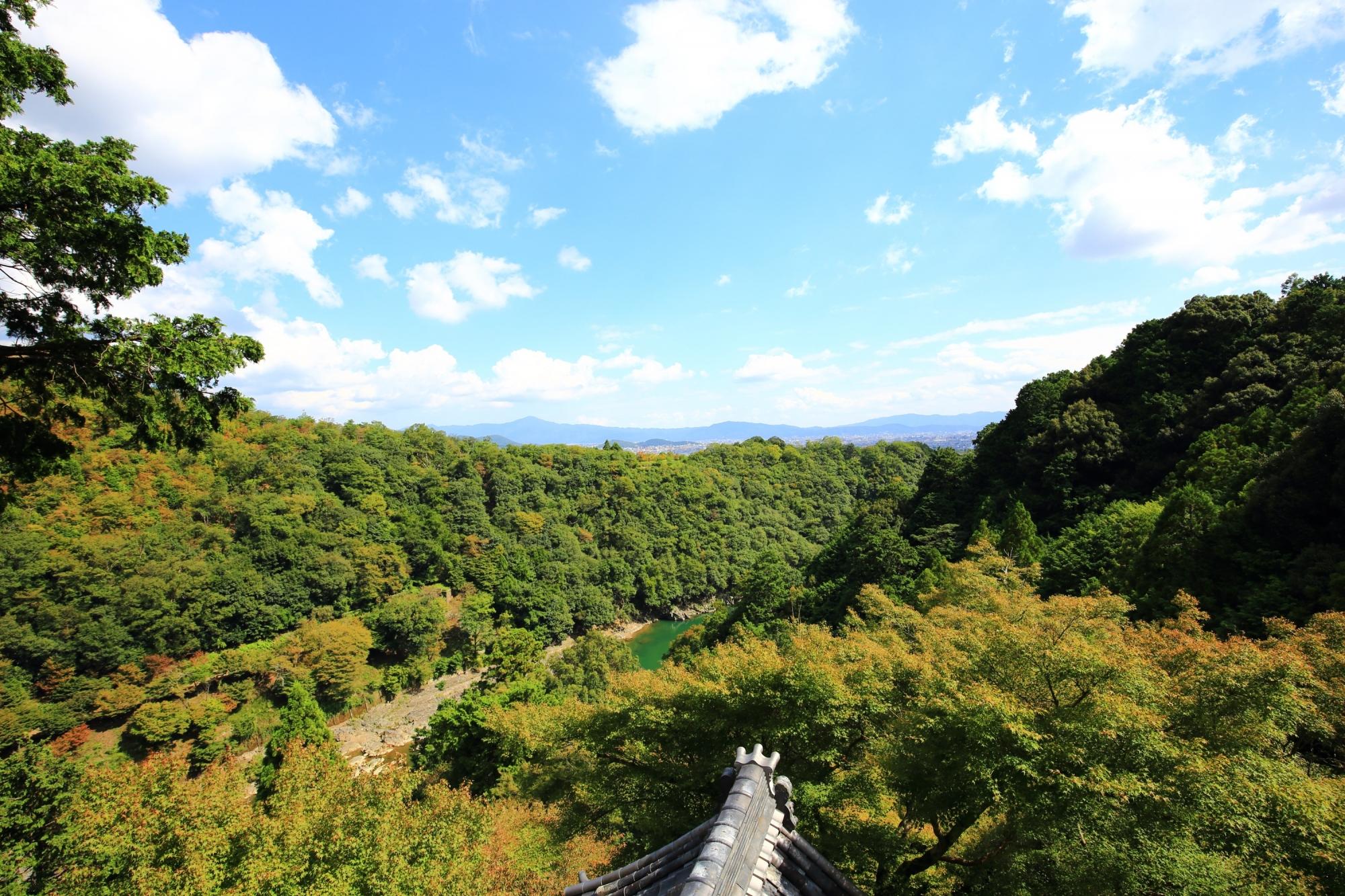嵐山の秘境の大悲閣 千光寺から眺める絶景の緑と空